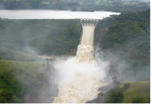 Lluvias obligan a desaguar presa de Tavera; alertan comunidades
