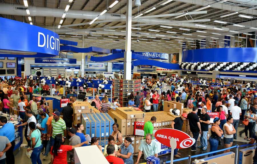 Compradores RD abarrotan tiendas en busca especiales 'Black Friday'