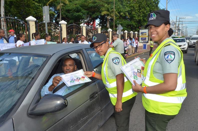 Miles de conductores en RD asumen compromiso respetar normas tránsito