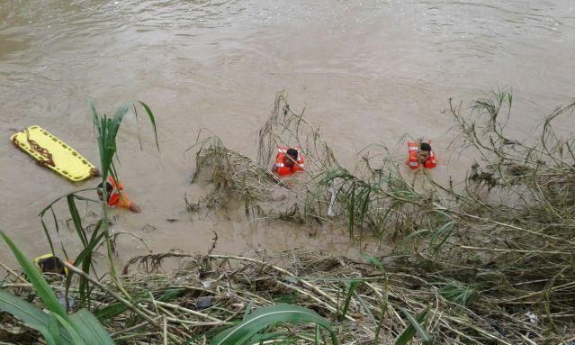 D. Civil recupera dos cadáveres fueron arrastrados por crecida rios