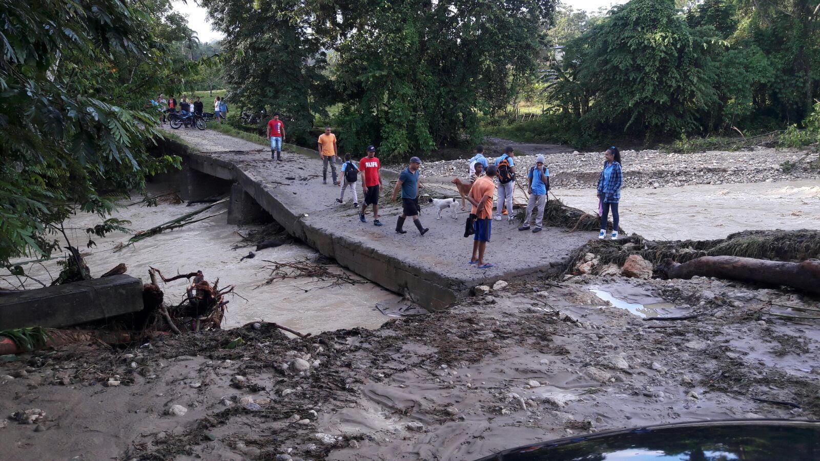 TENARES: Carretera a Gaspar Hernández sufre hundimientos