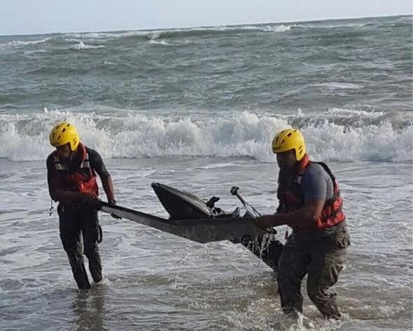 Encuentran restos de helicóptero desaparecido; creen hay 2 muertos
