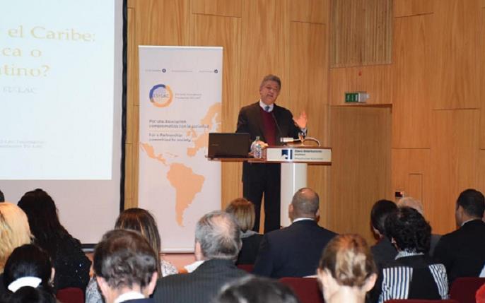 Leonel Fernández alerta sobre riesgo del mercado financiero desregulado