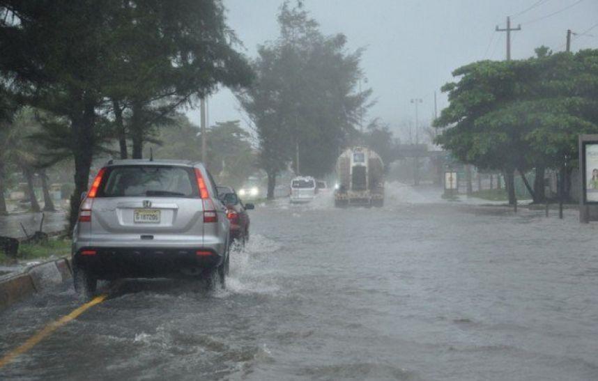 ONAMET anuncia más lluvias para hoy; advierte sobre inundaciones