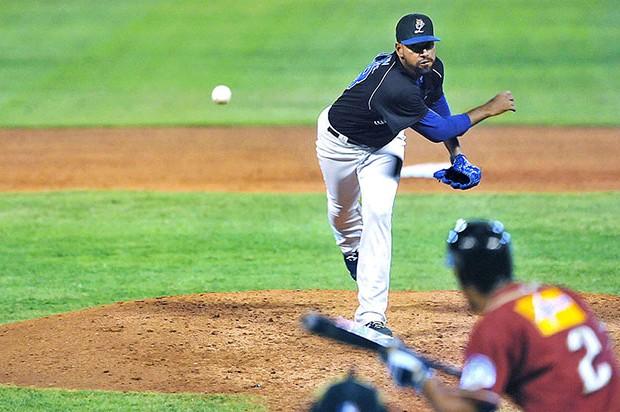 Licey vence Gigantes, asume liderato beisbol, Estrellas derrotan a las Aguilas