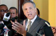 """Ministro afirma el Gobierno maneja la deuda y déficit """"con responsabilidad"""""""