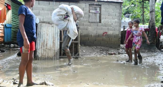 Salud Pública supervisa calidad agua en lugares afectados por inundaciones