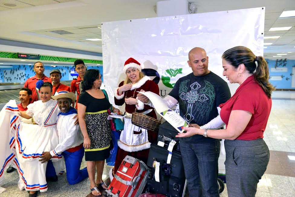 Viajeros dominicanos comenzaron a recibir beneficio de la gracia navideña