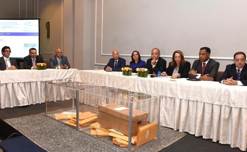 Comité licitación CDEEE estudia ofertas de generadoras para compra de energía