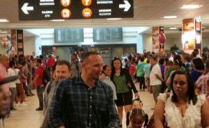Cada día arriban 75 a 80 vuelos al AILA con dominicanos pasarán navidades RD