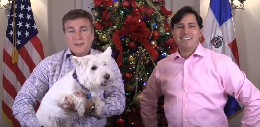 El Embajador de EE.UU. y su esposo desean feliz Navidad a los dominicanos