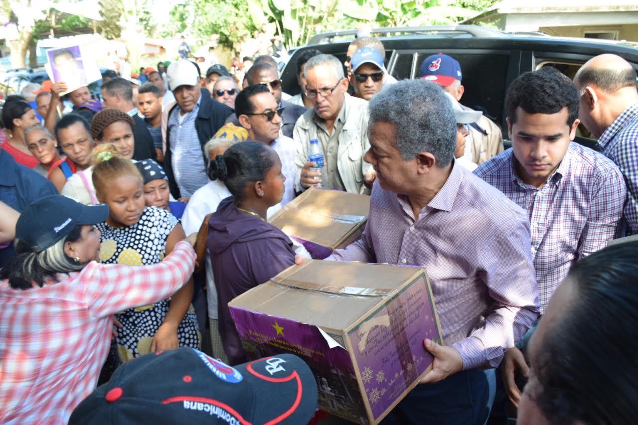 Continúa reparto de cajas con alimentos a miembros del PLD