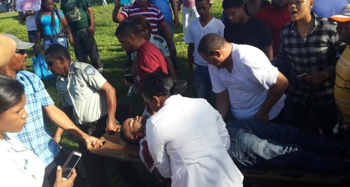 Dos hermanos heridos de gravedad en accidente autopista Las Américas