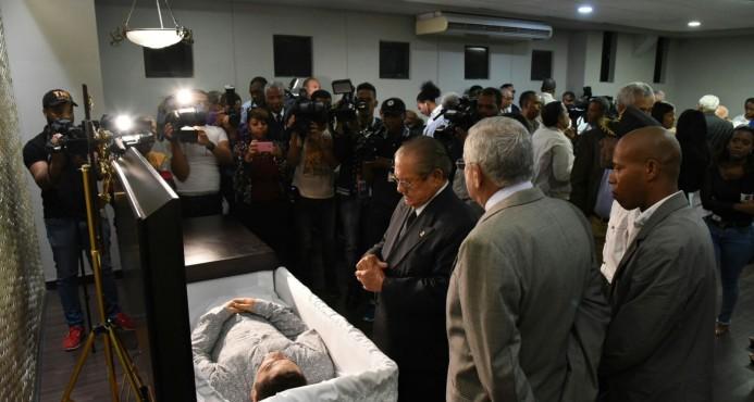 Políticos, militares, amigos y familiares acuden al velatorio de Percival Matos