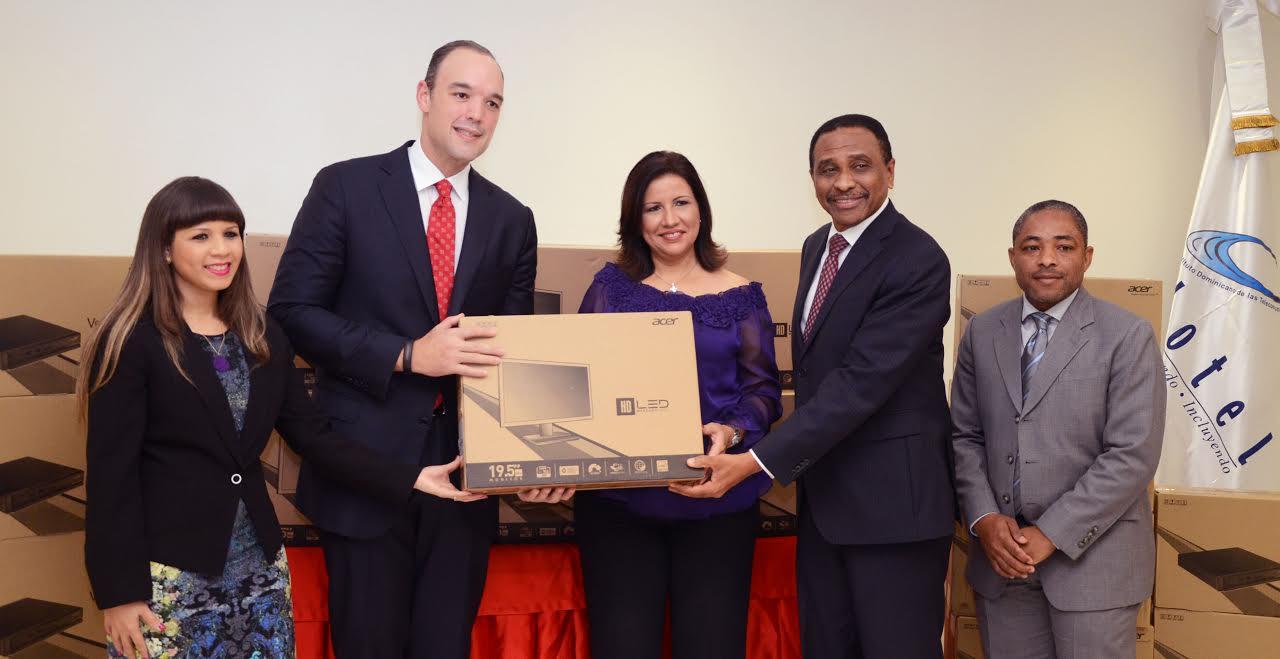 Indotel entrega 2,000 computadoras para Centros Tecnológicos