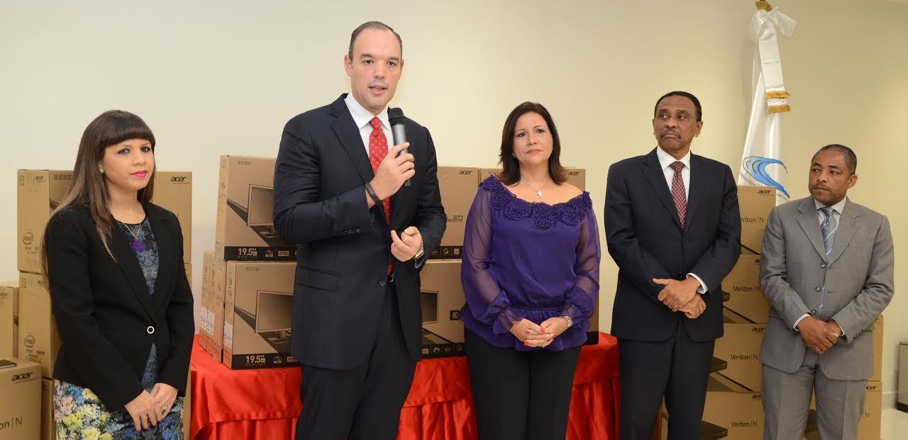 Indotel entrega 2,000 computadoras a Centros Tecnológicos Comunitarios