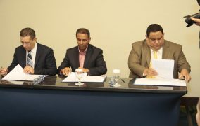 Firman acuerdo para capacitar a empleados municipales