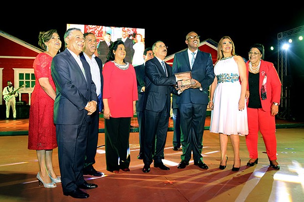 """Presidente Medina enciende las luces del espectáculo """"Vive la Navidad 2016"""""""