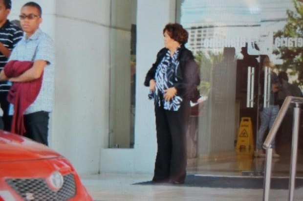 Grúa de AMET se lleva el vehículo de la defensora del pueblo, Zoila Martínez