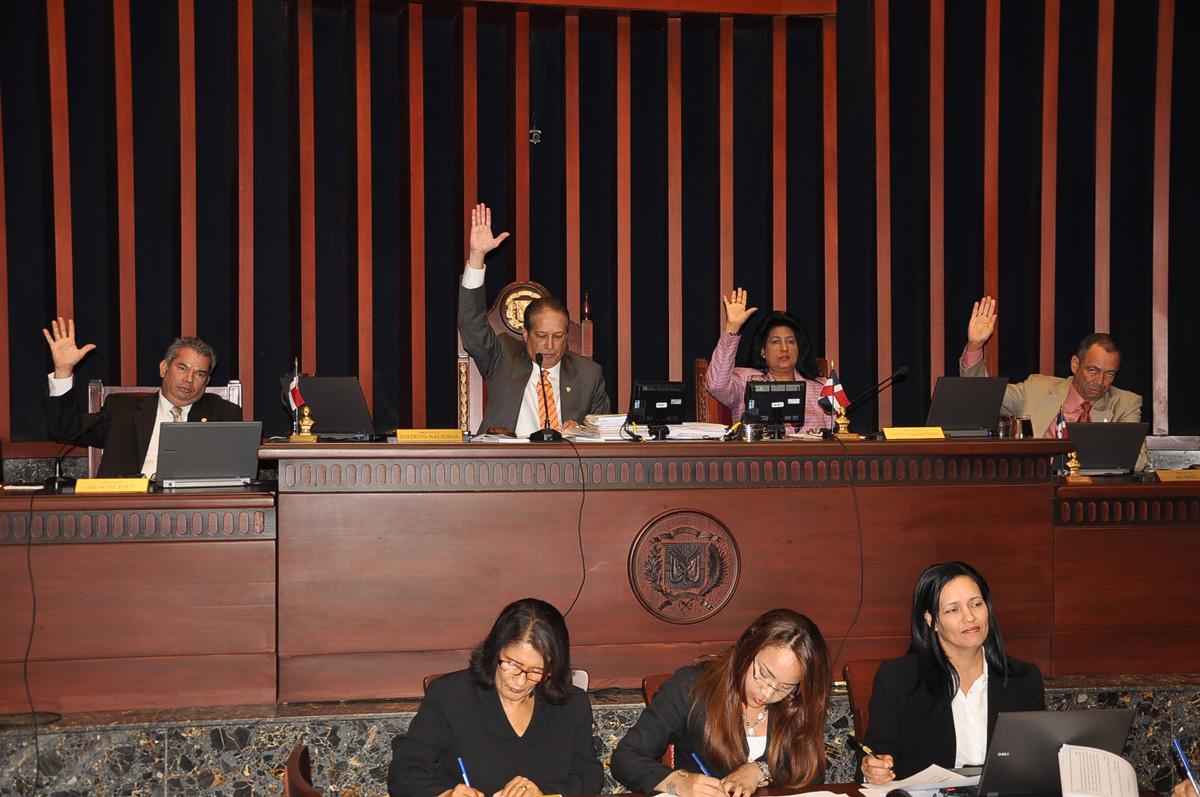 Senado RD aprueba Código Penal que endurece penas y condena el aborto