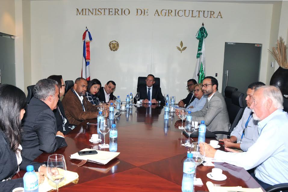 Ministerio de Agricultura busca abastecer barcos cruceros tocan RD