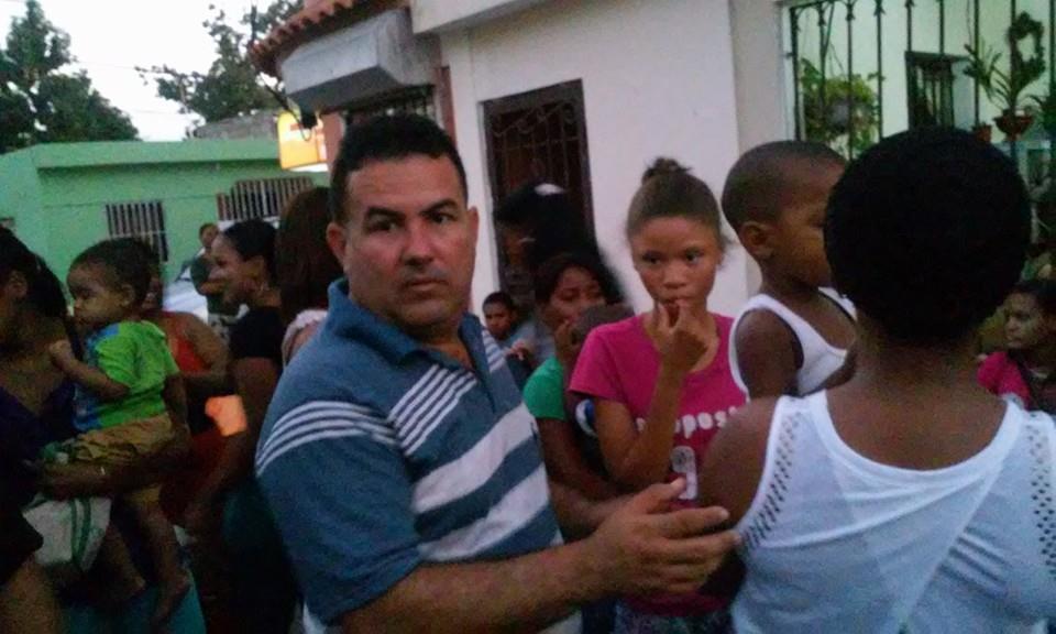 Regidor Daneris Santana regala juguetes a cientos de niños