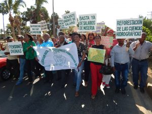 BARAHONA: Agronómos protestan pidiendo mejorías salariales