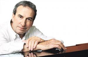 """José Luis Perales celebra 35 años de su éxito universal, """"¿Y cómo es él?"""""""
