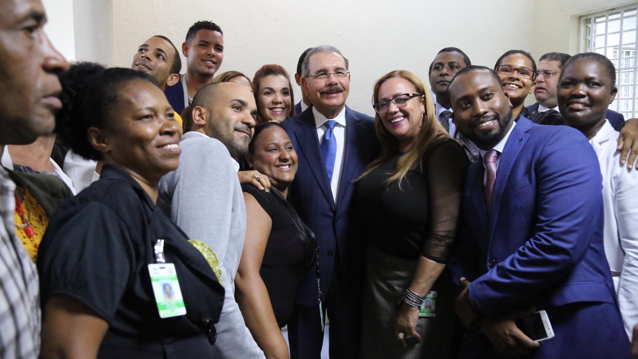 Danilo Medina recorrió las nuevas instalaciones del hospital Padre Billini