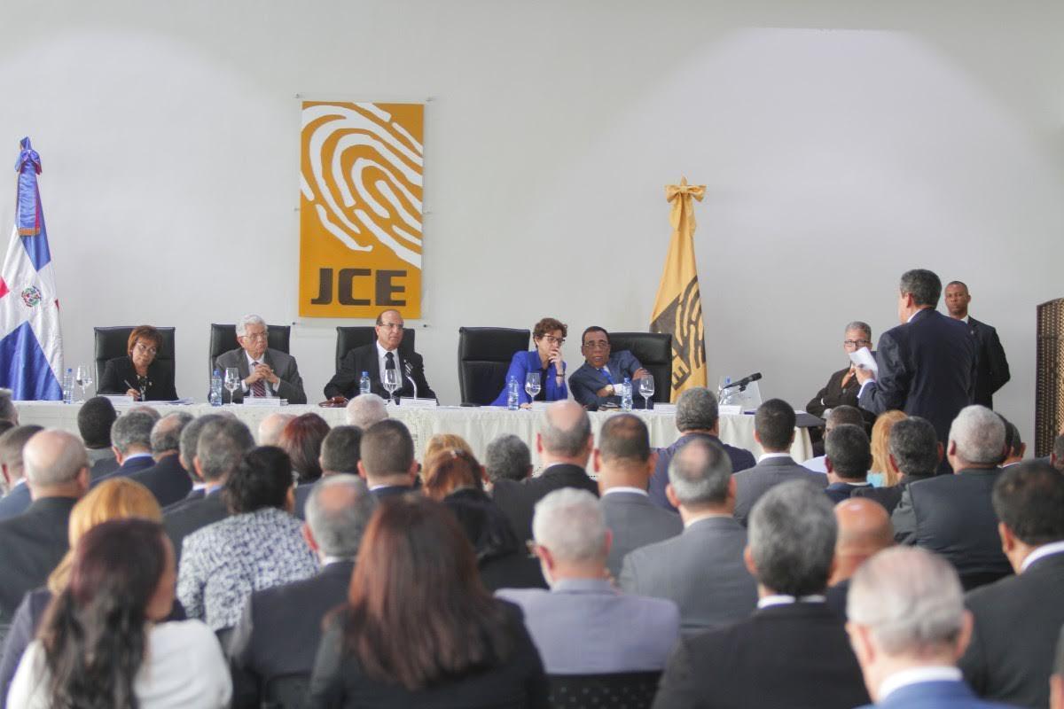 JCE se reunió con delegados políticos