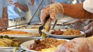 Suplidores suspenderían almuerzos escolares si el Gobierno no les paga