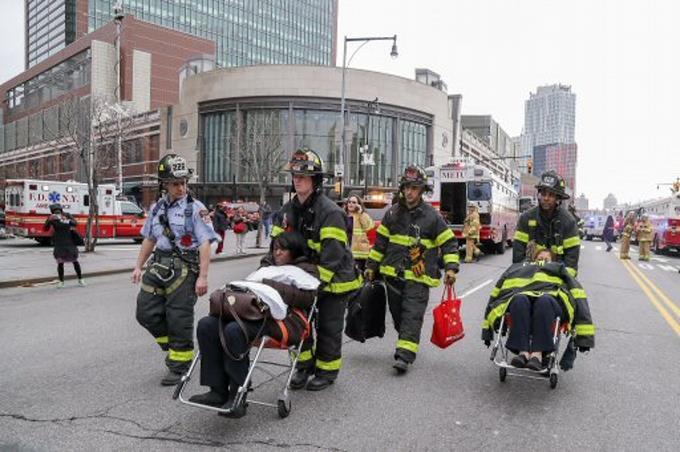 aumentan-a-76-los-heridos-en-accidente-de-tren-en-brooklyn