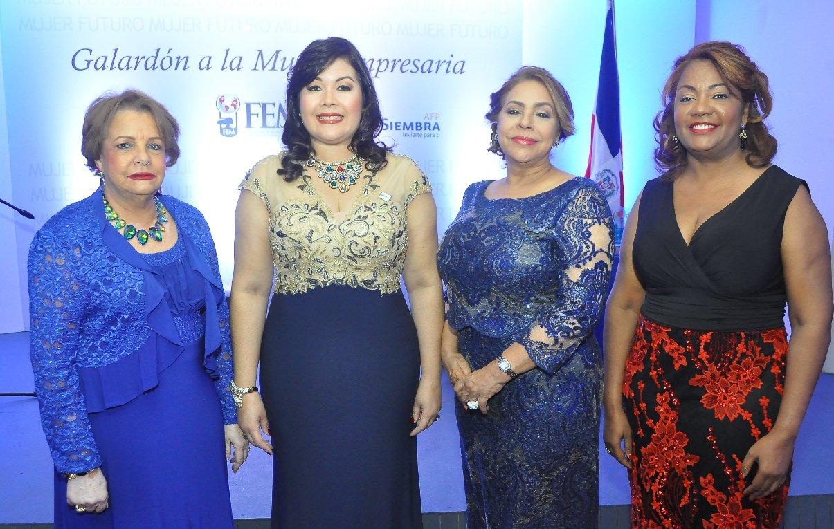 Mujeres empresarias reconoce a damas meritorias