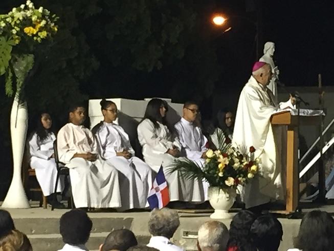 MIAMI: Líderes dominicanos asisten a misa en honor a la Virgen