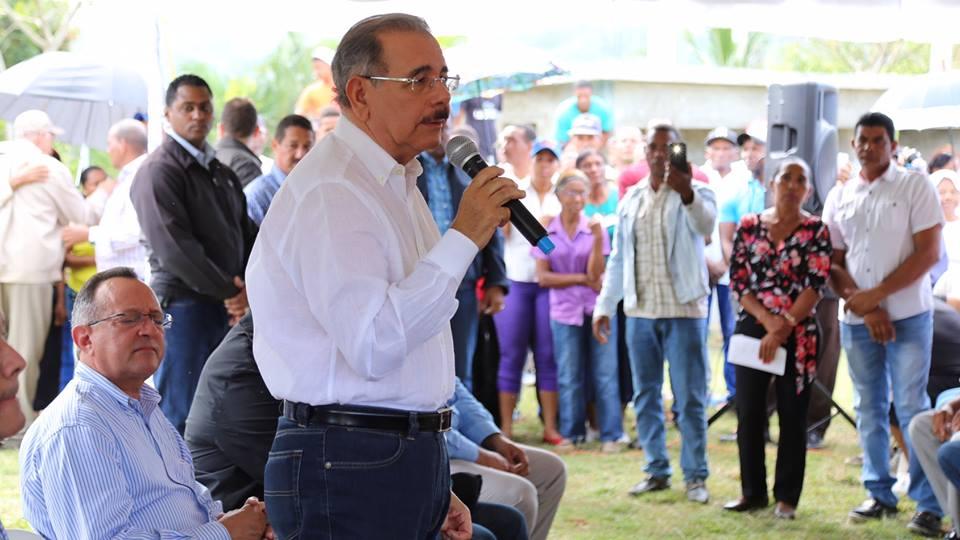 EL SEIBO: Danilo Medina promete ayuda a los productores de cacao