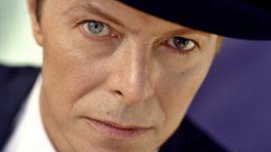 Amigos David Bowie le homenajean