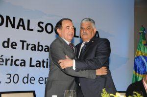 Miguel Vargas Maldonado y Luis Ayala en la apertura de la reunión de la Internacional Socialista.
