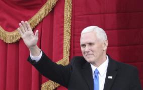 Mike Pence jura formalmente como vicepresidente de Estados Unidos