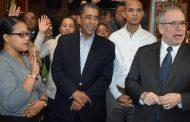 Congresista Espaillat juramenta miembros del club Demócrata