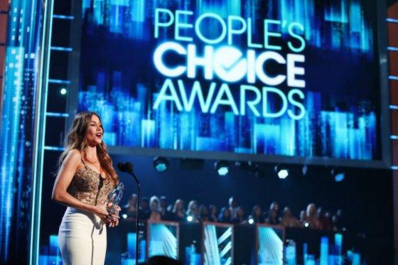 Sofía Vergara y J-Lo ganan premios en People's Choice Awards