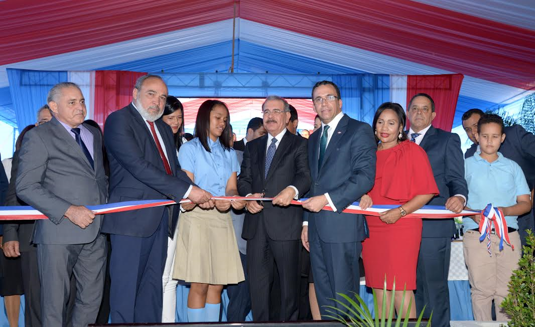 VALVERDE: Medina inaugura liceo en Esperanza albergará a 875 estudiantes