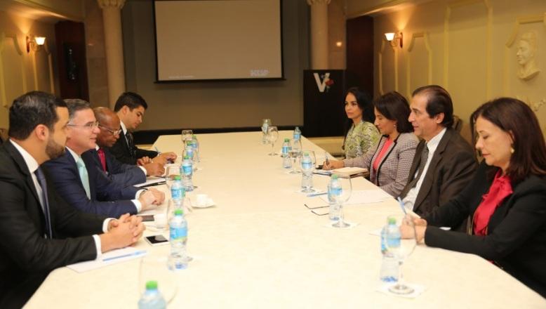 Gobierno se reúne con los empresarios para dialogar sobre el transporte