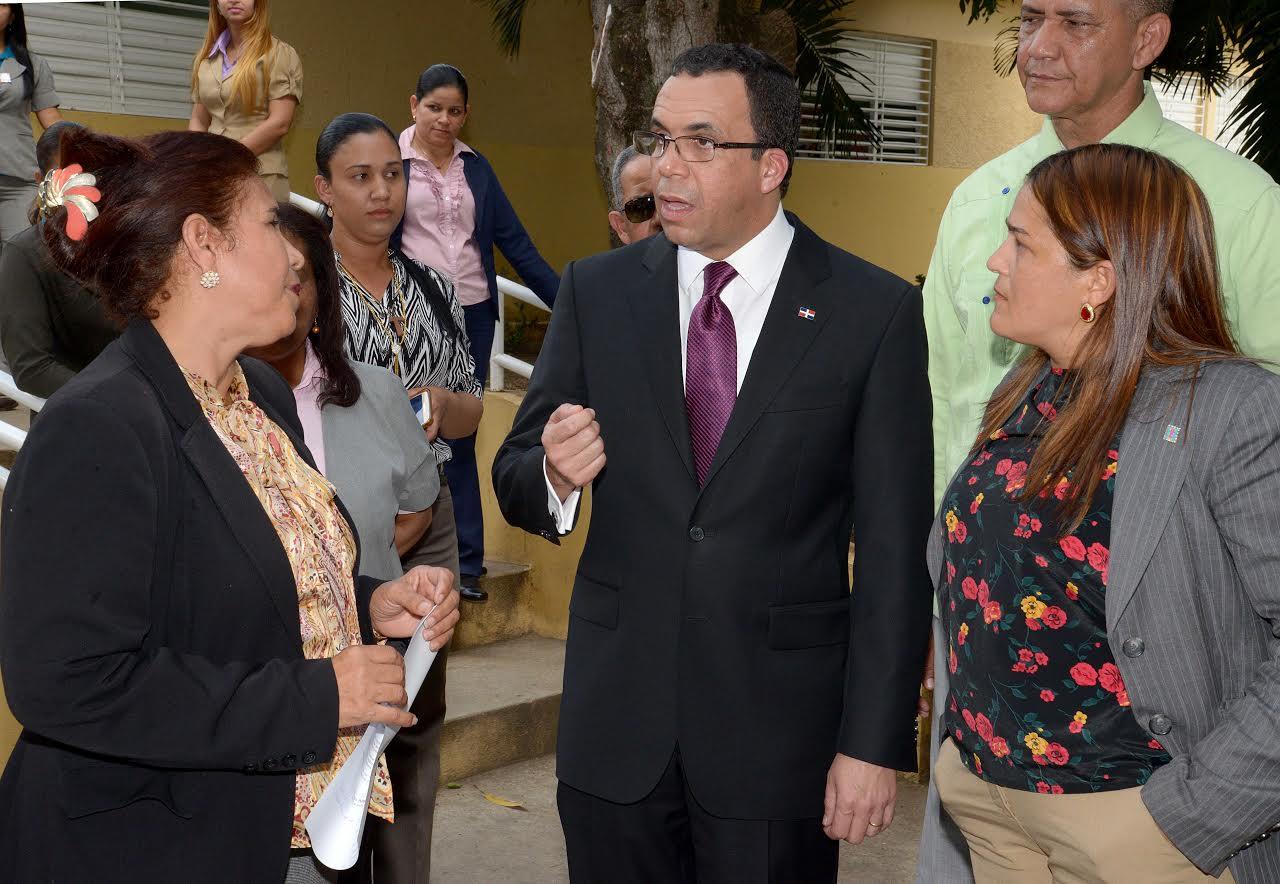 STGO RODRIGUEZ: Ministro dice sistema docente es sagrado