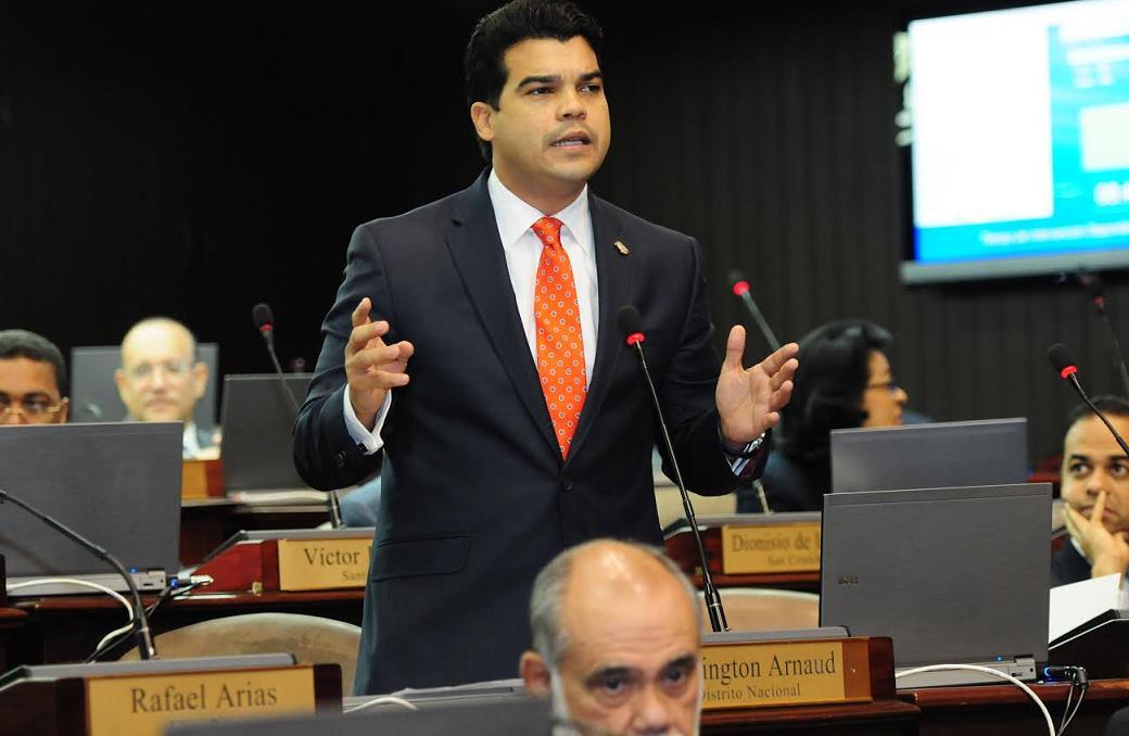 Arnaud solicita Cámara de Diputados contribuya solución crisis humanitaria de Venezuela