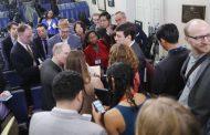 Critican a la Casa Blanca luego de excluir a algunos periodistas
