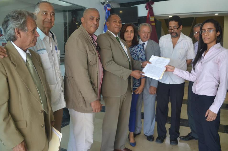 Piden TC suspenda actividades comisión investiga contrato Punta Catalina