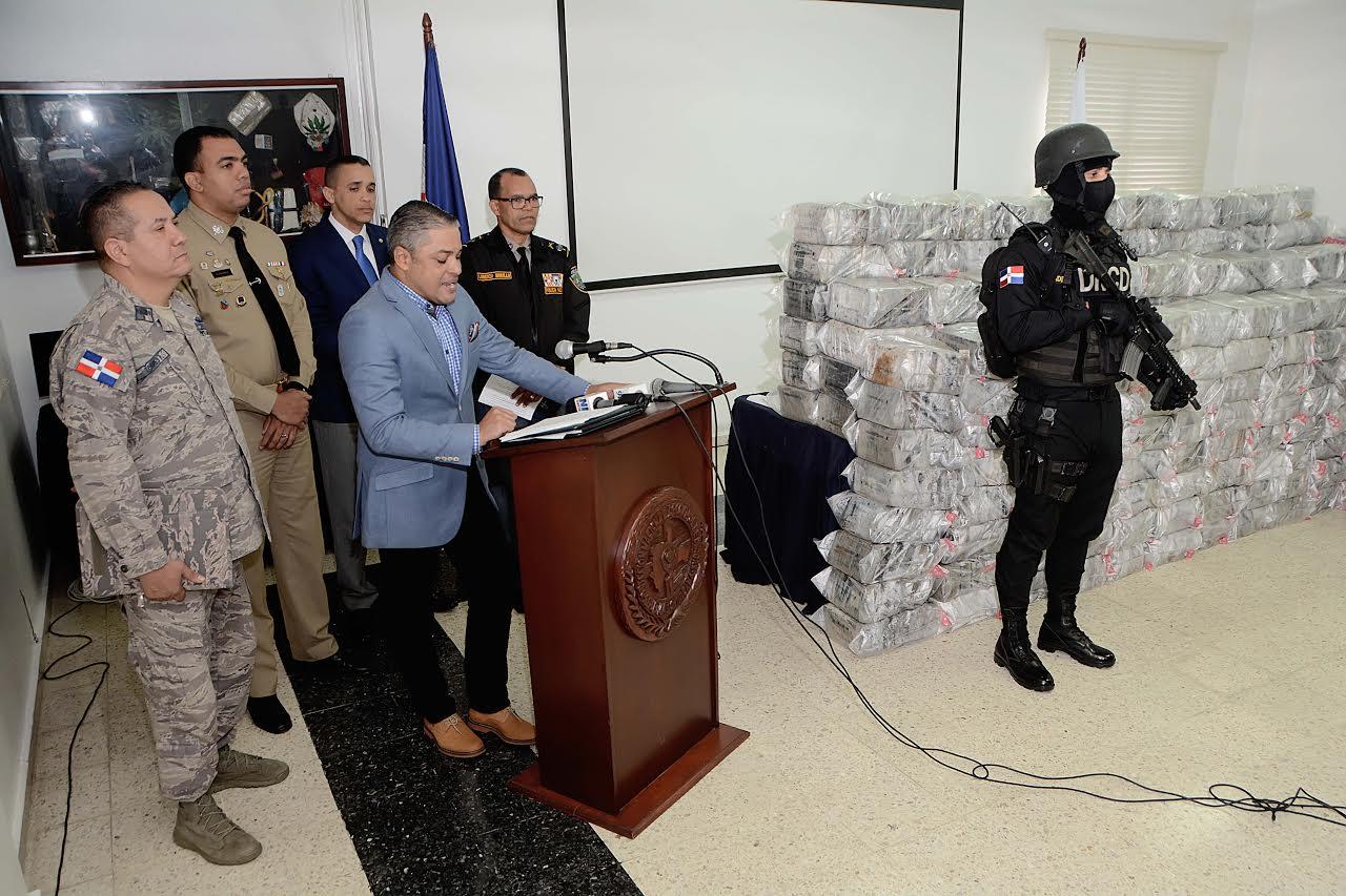 SC: DNCD decomisa 1,425 paquetes presumiblemente de cocaína o heroína