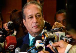 Reinaldo dice que «ni por asomo» permite que jueguen con su dignidad