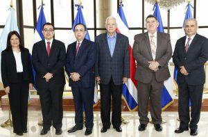 EL SALVADOR: Valdez Arbizu asume presidencia Consejo Monetario CA