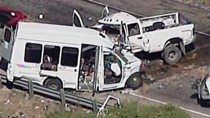 TEXAS: Accidente de autobús deja al menos trece muertos y dos heridos